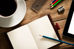 Escritorio ocupado Imagen de archivo libre de regalías