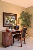 Escritorio y silla interiores de oficina Foto de archivo libre de regalías