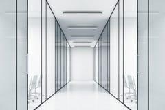 Escritório com paredes de vidro e salas de reunião Imagens de Stock