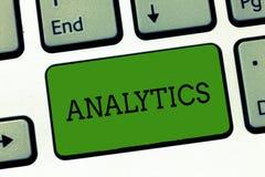 Escritura conceptual de la mano que muestra Analytics Foto del negocio que muestra el análisis de cómputo sistemático de datos imágenes de archivo libres de regalías