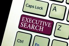 Escritura conceptual de la mano que muestra la búsqueda ejecutiva Las organizaciones de servicio del reclutamiento del texto de l fotos de archivo