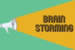 Escritura conceptual de la mano que muestra a Brain Storming Ideas que se convierten estimulantes de exhibición Discu del pensami Stock de ilustración