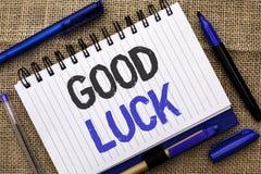 Escritura conceptual de la mano que muestra buena suerte Foto del negocio que muestra las sensaciones del éxito de Lucky Greeting fotos de archivo libres de regalías