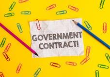 Escritura conceptual de la mano que muestra el contrato gubernamental Proceso de exhibici?n del acuerdo de la foto del negocio pa fotografía de archivo libre de regalías
