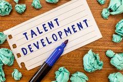 Escritura conceptual de la mano que muestra el desarrollo del talento Capacidades de exhibición de las habilidades del edificio d foto de archivo libre de regalías