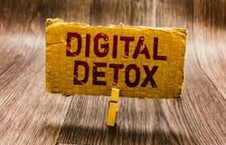 Escritura conceptual de la mano que muestra el Detox de Digitaces El texto de la foto del negocio libera de la desconexión de los imágenes de archivo libres de regalías
