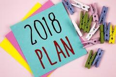 Escritura conceptual de la mano que muestra el plan 2018 Metas desafiadoras de exhibición de las ideas de la foto del negocio par Fotografía de archivo
