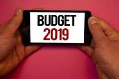 Escritura conceptual de la mano que muestra el presupuesto 2019 Fotos del negocio que muestran la estimación del Año Nuevo de las Imagenes de archivo