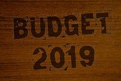 Escritura conceptual de la mano que muestra el presupuesto 2019 Fotos del negocio que muestran la estimación del Año Nuevo de las Foto de archivo libre de regalías