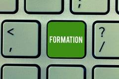 Escritura conceptual de la mano que muestra la formación Acción de exhibición de la foto del negocio de la formación o proceso de fotos de archivo libres de regalías