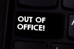Escritura conceptual de la mano que muestra fuera de oficina Texto de la foto del negocio fuera del trabajo nadie en ocio de la r ilustración del vector