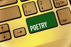 Escritura conceptual de la mano que muestra poesía Expresión del trabajo literario del texto de la foto del negocio de las ideas  fotos de archivo
