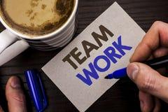 Escritura conceptual de la mano que muestra a Team Work Wri de la colaboración de la unidad del logro del trabajo de grupo de la  imagen de archivo