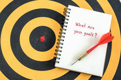 Escritura cuáles son sus metas en cuaderno Foto de archivo