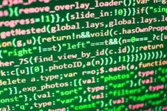 Escritura de código programado en el ordenador portátil imagen de archivo libre de regalías