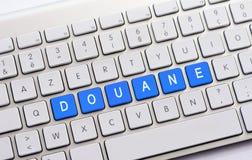 Escritura de DOUANE en el teclado blanco Fotos de archivo libres de regalías