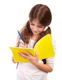 Escritura de la colegiala en cuaderno Imagen de archivo