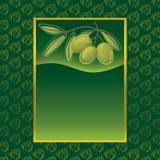 Escritura de la etiqueta con las aceitunas verdes