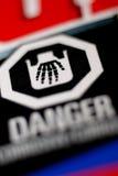 Escritura de la etiqueta corrosiva del peligro - mano esquelética Fotos de archivo libres de regalías