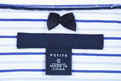escritura de la etiqueta de la ropa de la Menudo-talla Imagen de archivo