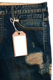 Escritura de la etiqueta de los pantalones vaqueros del papel de la etiqueta del espacio en blanco del detalle de los tejanos Fotos de archivo