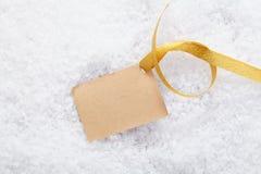 Escritura de la etiqueta en blanco con la cinta de oro Imagen de archivo