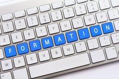 Escritura de la FORMACIÓN en el teclado blanco Fotografía de archivo libre de regalías