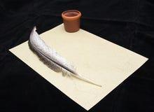 Escritura de la mano con la pluma Imagen de archivo
