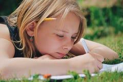Escritura de la muchacha Fotografía de archivo libre de regalías