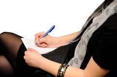 Escritura de la mujer en el papel Imagen de archivo libre de regalías