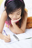 Escritura de la niña su diario Imagen de archivo libre de regalías