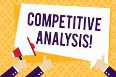 Escritura de la nota que muestra análisis competitivo Foto del negocio que muestra la técnica estratégica usada para evaluar a stock de ilustración