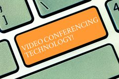Escritura de la nota que muestra tecnología de la comunicación video La gente de exhibición de la foto del negocio global obró re imágenes de archivo libres de regalías