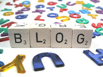 Escritura de su propio blog para la diversión Fotos de archivo libres de regalías