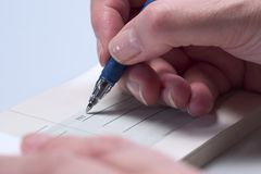 Escritura de un cheque (primer) 3 imágenes de archivo libres de regalías