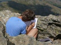 Escritura de un diario en el parque nacional de Gennargentu Imágenes de archivo libres de regalías