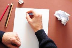 Escritura de una letra Fotos de archivo libres de regalías