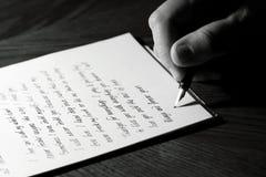 Escritura de una letra de amor Imágenes de archivo libres de regalías