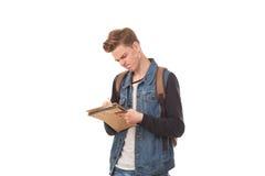 Escritura del colegial en libreta Fotos de archivo