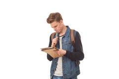 Escritura del colegial en libreta Imagenes de archivo