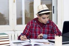 Escritura del estudiante Fotografía de archivo libre de regalías