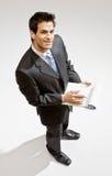 Escritura del hombre de negocios en el sujetapapeles Fotos de archivo