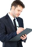 Escritura del hombre de negocios en el traje del desgaste del tablero y el isola elegantes del lazo Imagenes de archivo