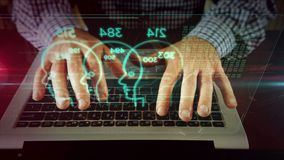 Escritura del hombre en el teclado del ordenador portátil con el holograma de las caras