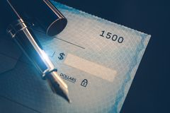 Escritura del pago del control Fotografía de archivo libre de regalías