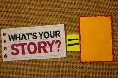 Escritura del texto de la escritura cuál es su pregunta de la historia El significado del concepto conecta comunica la cubierta w imagen de archivo libre de regalías