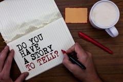 Escritura del texto de la escritura usted tiene una historia para decir la pregunta Los cuentos de las memorias de la narración d imagenes de archivo