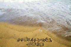 Escritura en la arena sobre los días de fiesta 2010 Imagen de archivo libre de regalías