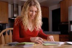 Escritura feliz de la mujer Foto de archivo libre de regalías