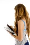 Escritura hermosa del estudiante del adolescente en cuaderno Fotos de archivo